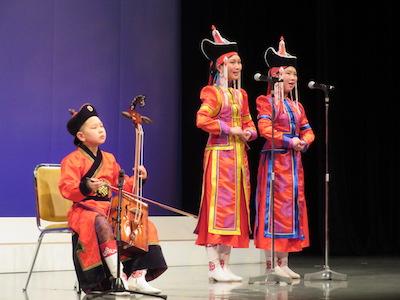 モリンホール演奏と民族歌唱