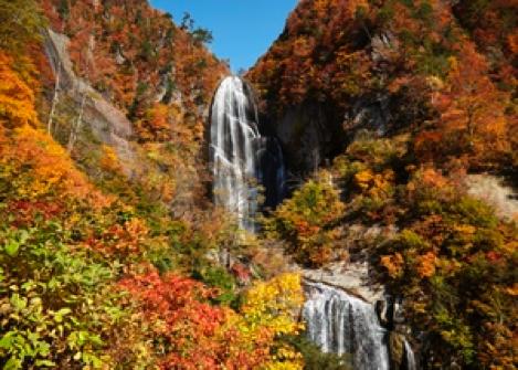 写真:安の滝 紅葉時期 北秋田市HP