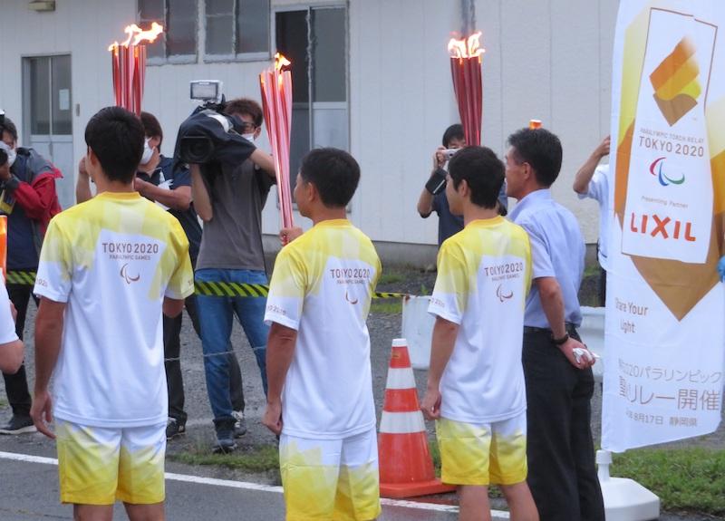 第一走者(左端は飯塚翔太選手)